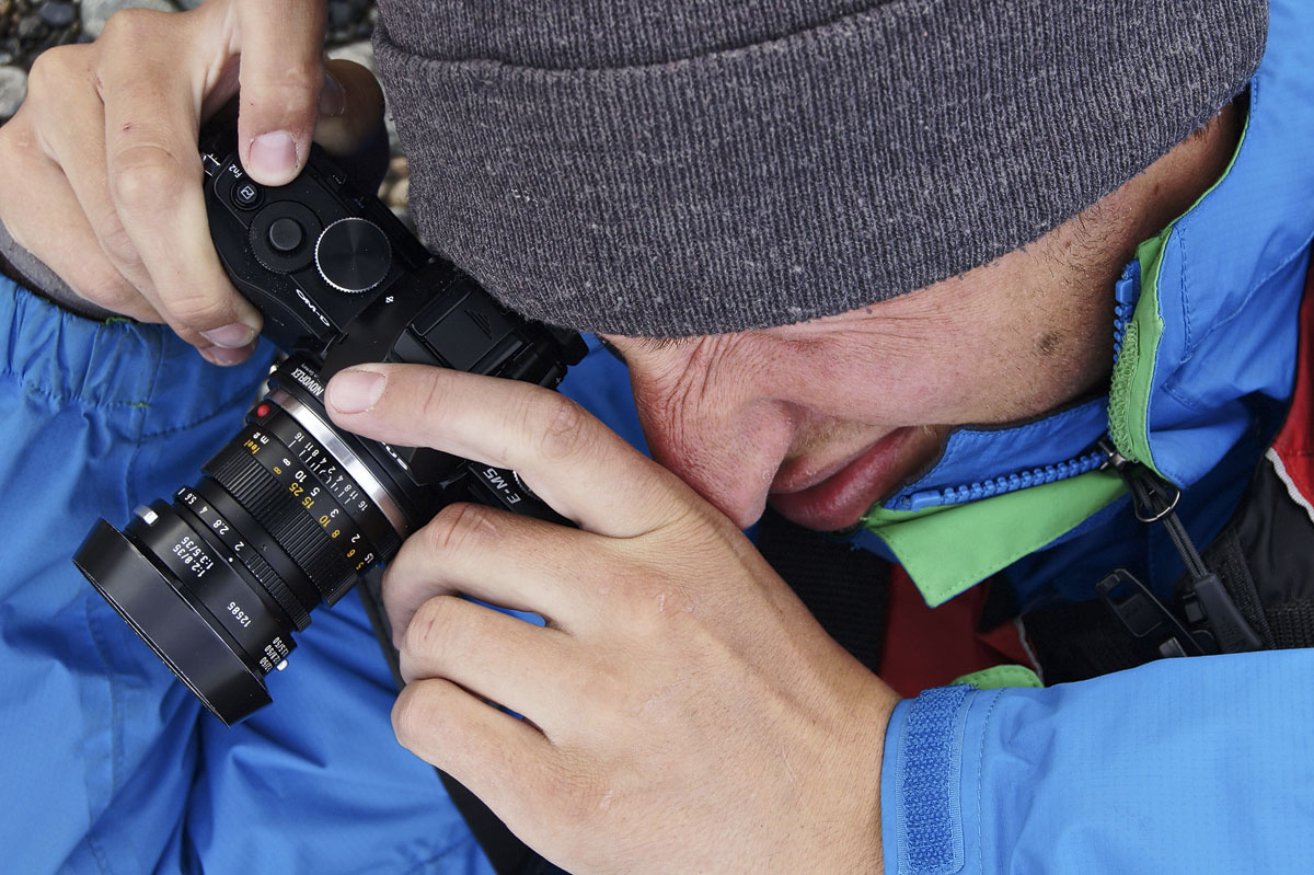 Klein und leicht: Fotografieren mit der Olympus OM-D inkl. Leica Summicron 50mm Objektiv.